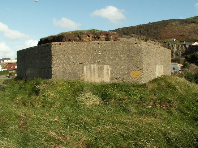 Pillbox_(Type_Fw3-24),_Aberystwyth_Harbour_-_geograph.org.uk_-_72390.jpg