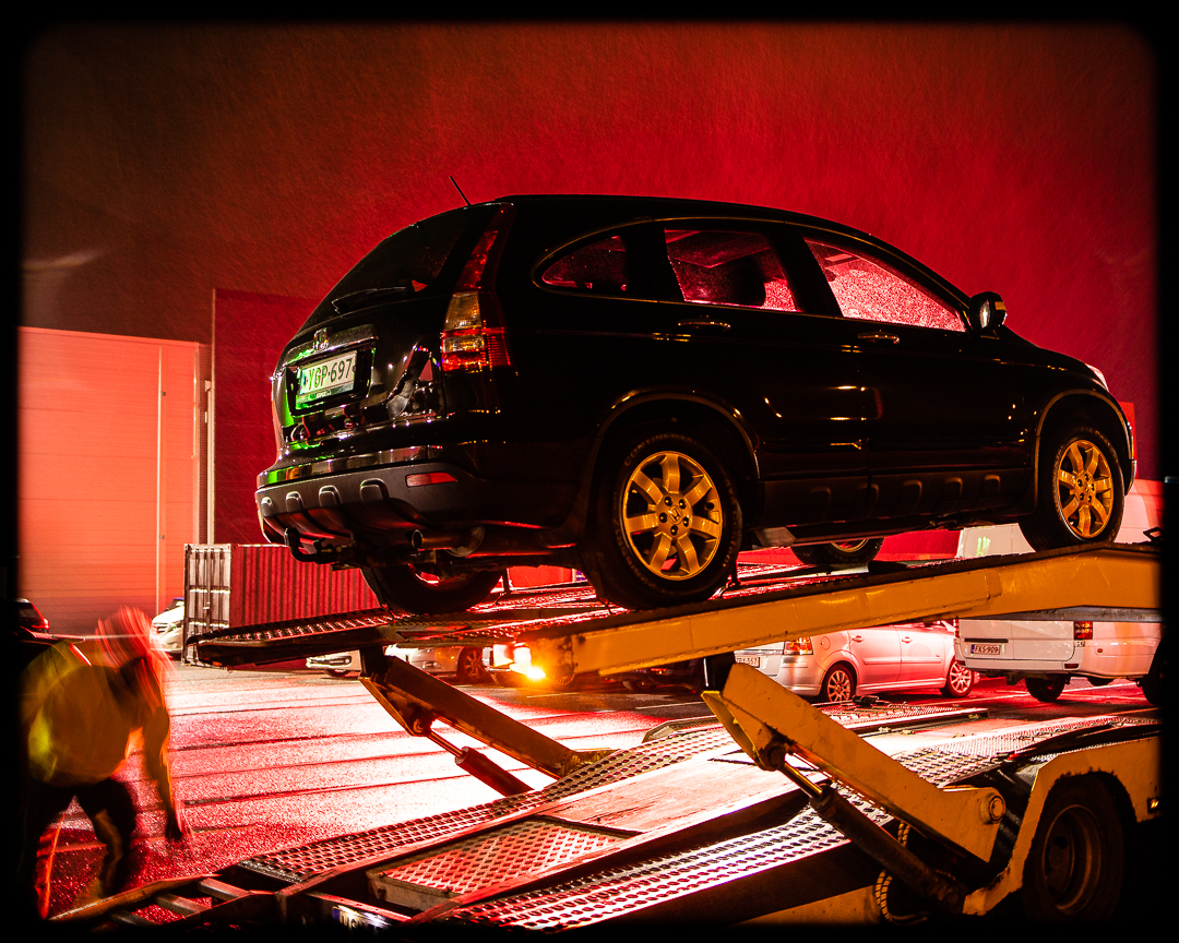 Auto mainoksen vastavalossa-5793.jpg